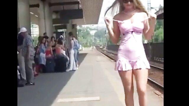 Mahlia de 19 años se pone porono latino desordenada chupando una polla blanca