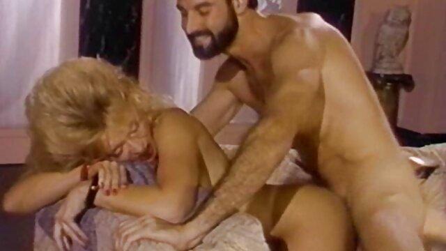 una giovane vergine incesto latinos prende lezioni sessuali