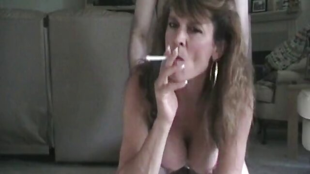 Milf tetona seduce a su nuevo hijastro porno latino español