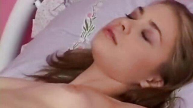 Eloa Lombard obtiene xvideos incesto latino su culo estirado