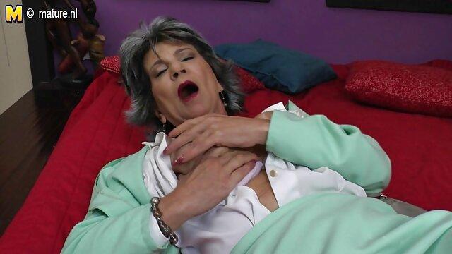 Nena sexy gran culo redondo grandes tetas follando coño consolador videos sexo casero latino