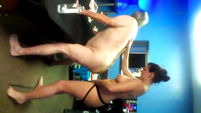 Puta anal latino casero vieja tetona disfruta cabalgando su carne grande